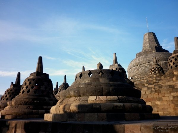 cloches du temple Borobudur.