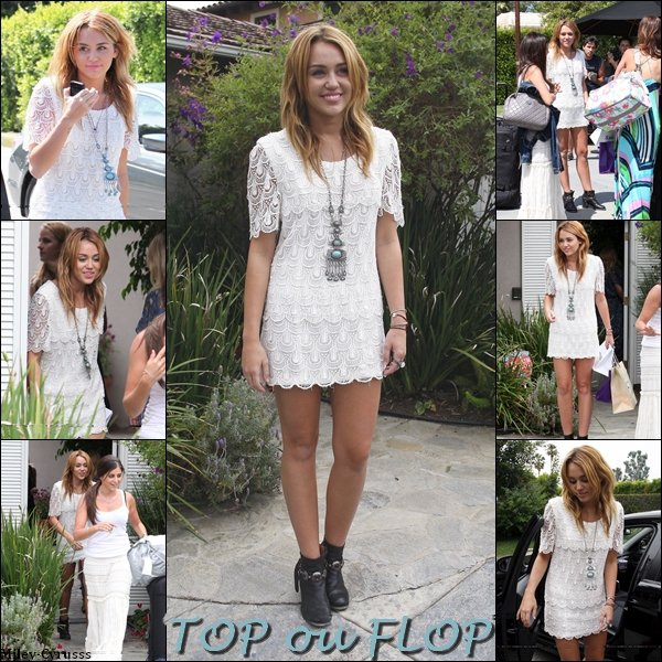 Ce dimanche 14 août 2011, Miley c'est rendue à une house party avec des amis.