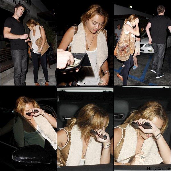 """Ce mardi 16 août 2011, Miley à été vue avec Liam sortant d'un restaurant japonais """" Kiwami """", à Studio City. Et voici aussi 2 photos personnelles de la miss."""