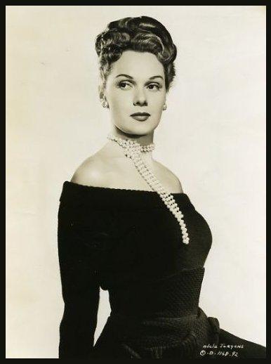 Adele JERGENS '40 (26 Novembre 1917 - 22 Novembre 2002)