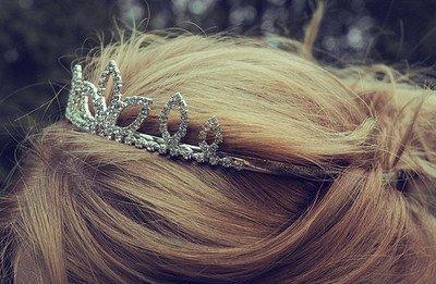 ne baisse pas la tete princesse ta couronne va tombée .♥