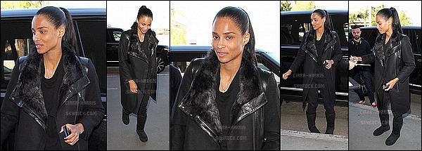 08/01/2016 : Ciara a été aperçue arrivant à l'aéroport LAX. - Los AngelesC'est une Ciara naturelle et sans artifice que l'on retrouve sur ce candid. Sa tenue reste simple et sympa.