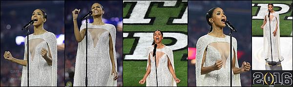 11/01/2016 : Ciara a chanté pour le 2016 College Football Playoff National - Championship Game. - Glendale, ArizonaCici était splendide lorsqu'elle a performée. Une vrai princesse! Elle a ensuite pris du temps pour des autographes.