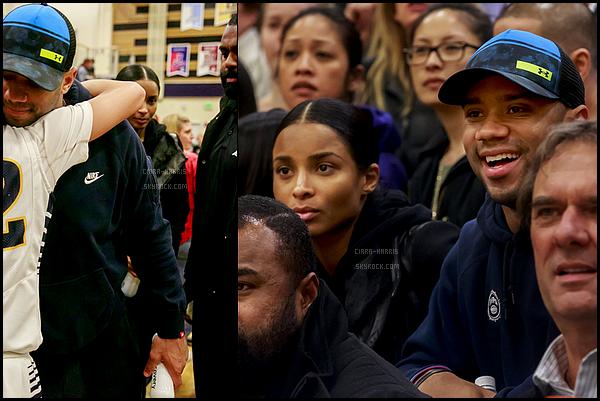 13/01/2016 : Ciara est allée voir le match de basket qui opposait Bellevue vs. Mercer Island. - SeattleMalheureusement, on voit peu Ciara.. On voit juste qu'elle était au naturel, et qu'elle avait l'air d'être habillée décontractée.