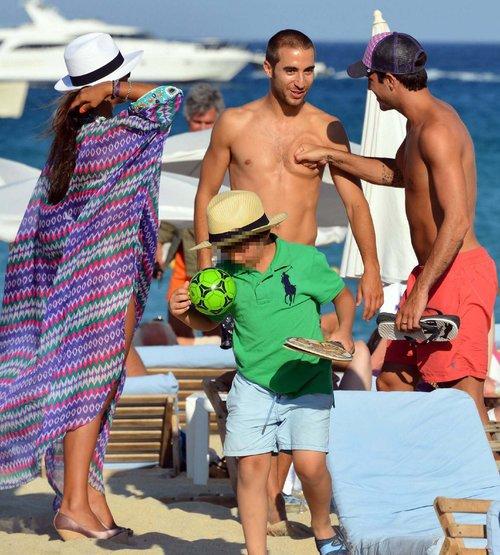 Les deux stars du foot Mathieu Flamini et Cesc Fabregas se croisent à Ramatuelle