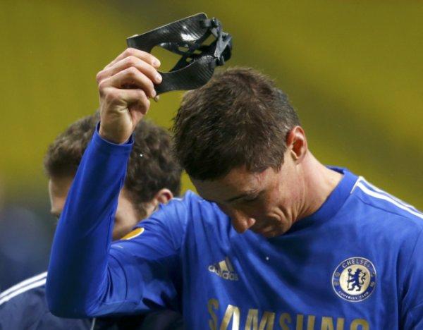 Fernando Torres pourrait coller avec un masque de notation, explique le patron de Chelsea Rafa Benitez