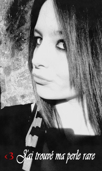 """ Je ne vois pas ma vie en rose "" ♥"