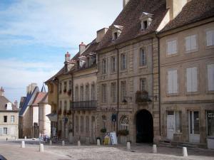 quelques maisons de la vielle ville -AUTUN