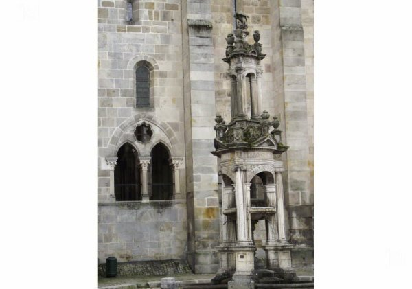 fontaine Saint-Lazaire -AUTUN