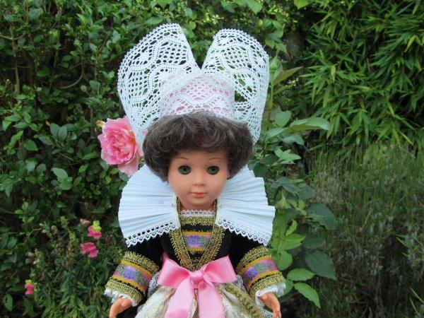 MONTAGE D' UNE COIFFE PONT AVEN  pour poupée