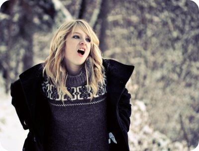 """""""Je suis l'as de trefle qui pique ton coeur alors tiens-toi à carreau"""" Comme le trèfle à quatre feuilles, je cherche votre bonheur  Je suis l'homme qui tombe à pic, pour prendre ton coeur Il faut se tenir à carreau, caro ce message vient du coeur Une pyramide de baisers, une tempête d'amitié Une vague de caresse, un cyclone de douceur """" { Mc Solaar }"""