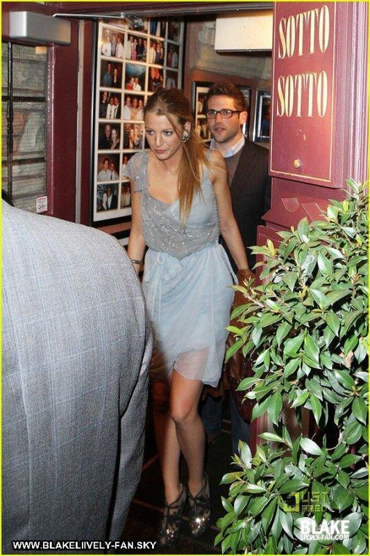 Blake a été une nouvelle fois aperçue mais cette fois quittant le restaurant Sotto Sotto