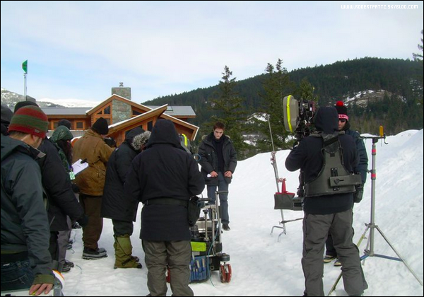 24 Fevrier : Photo de Robert en Edward qui tourne une scene pour Breaking Dawn ( Scene en Alaska ) .