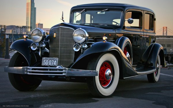 1933 Cadillac V8 Town Sedan