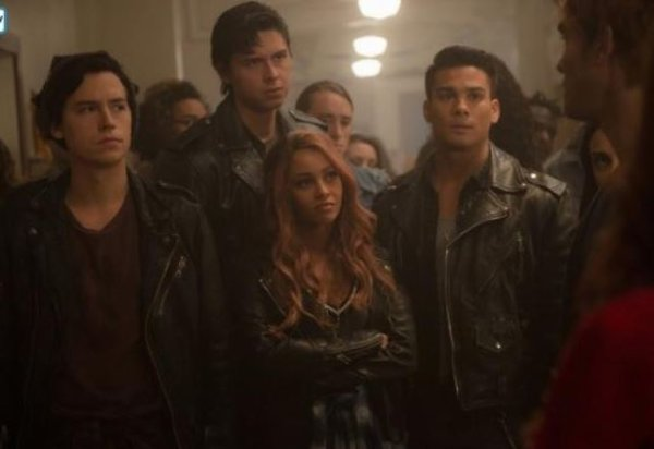 "Riverdale - 2x10 - ""The Blackboard Jungle"" - REPRISE !"