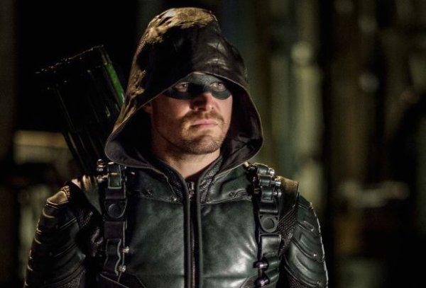"Arrow - 6x10 - ""Divided"" - REPRISE !"
