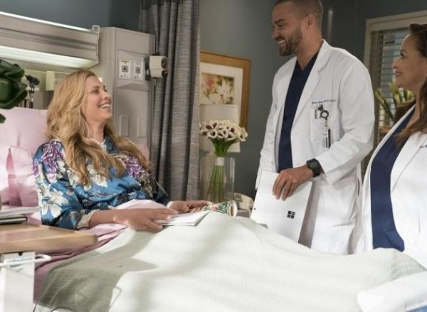 """Grey's Anatomy - 14x16 - """"Caught Somewhere In Time"""""""