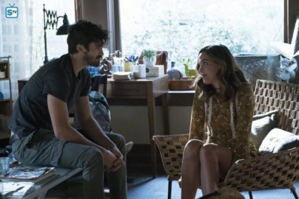 """Famous In Love - 2x03 - """"Totes On a Scandal"""""""