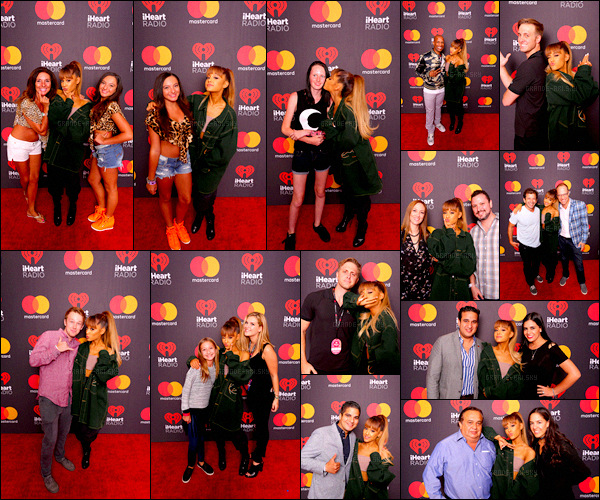 . 24/09/16 ─ Après son show, c'est au Meet & Greet que la chanteuse à posé avec ses fans à Las Vegas. Notre petit bout de femme est juste adorable avec ses fans. Je donne un top à sa tenue elle est juste sublime. Que penses-tu des photos?  .