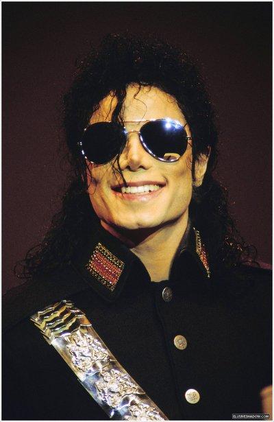 Happy Birthday MJ. Ne Cherchez pas ou plus , sa place n'est pas à prendre. Personne , ne pourra le remplacer. Le Seul et Unique King Of Music , c'est Michael Jackson.