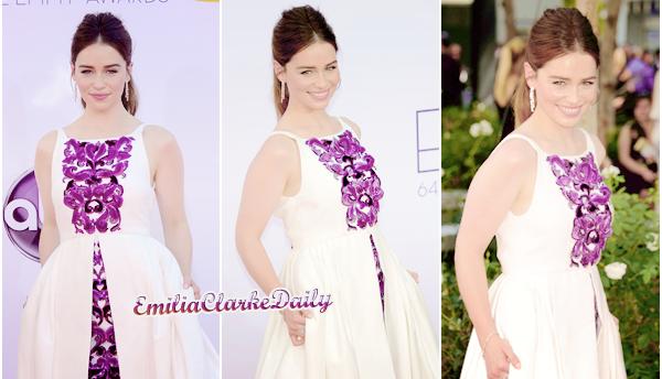- FLASHBACK : 23.09.12_____________________64th Primetime Emmy AwardsPrenant une pause sur le tournage de la Saison 3 de GOT, Emilia était présente à la célèbre cérémonie des Emmy Awards pour défendre la série, qui était nominée. C'est définitivement l'une de mes apparences préférées d'Emilia. Sous le soleil radieux de Los Angeles, Emilia était vêtue d'une robe claire signée Chanel, ses cheveux relevés et un maquillage juste parfait, elle était juste radieuse, il n'y a pas d'autres mots ! Vos avis ?
