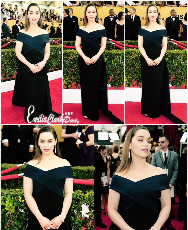 - EVENT : 25.01.15 ______________________________________ Screen Actors Guild Awards   Surprise ! Hier soir, Emilia a fait enfin sa première apparition de l'année et était présente en compagnie du cast de GOT aux SAG Awards à Los Angeles hier soir ! La série y était nominée plusieurs fois mais n'est repartie qu'avec un seul trophée. Côté tenue, Emilia était divine avec une robe longue signée Donna Karan et des chaussures Jimmy Choo.  C'est un coup de coeur !