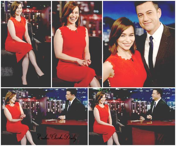 - EVENT : 29.06.15 ________________________________________ Jimmy Kimmel Live Pas de répits pour Miss Clarke ! Le lendemain, elle a assisté à la fameuse émission 'Jimmy Kimmel Live' toujours à Los Angeles. Fidèle à elle-même, Emilia était toute guillerette et avait l'air de passer un bon moment. Pour l'occasion, la belle portait une élégante robe rouge. Pour ma part, le rouge est l'une des couleurs qui va le mieux à Emilia, qu'en pensez-vous?