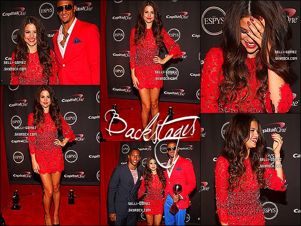 17/07/2013 : Sel Gomez été présente sur le tapis rouge des ESPY Awards 2013 au Nokia Theatre-Los Angeles  Sel a fait une interview sur le tapis rouge & à l'intérieur , elle a présenté une catégorie accompagné. Top ou flop pour la robe de Sel ?