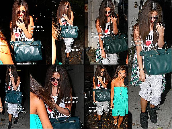 19/07/2013 : Selly G. - tête baissé - a été aperçu allant au Nine Zero One Salon dans Los Angeles.