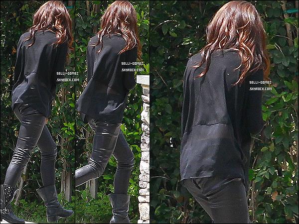 22/07/2013 : Selena G a été photographié arrivant à son domicile à Los Angeles - Californie.