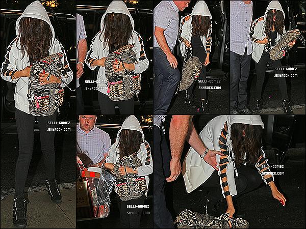 23/07/13 : S. a été aperçu arrivant à l'aéroport de L.A.X avec son beau-père et Ashley Cook direction New York.