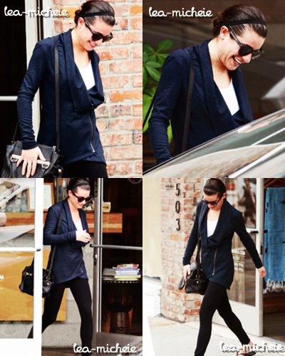 12/ 11 / 13 || Miss Lea a été vue sortant d'un spa, toute souriante, après avoir fait une randonnée avec une amie.