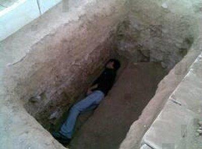 قصة شاب قضى فى القبر نصف ساعة