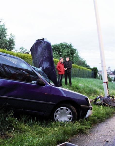 un accident vraiment horrible, courage a la famille hommage a toute les victimes de la route qu'il repose en paix