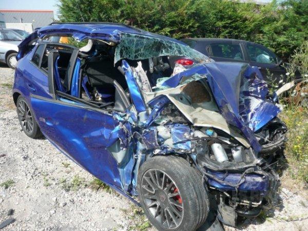 """Nouvelle Association Concernant l éducation Routière Objectif : passer de 3600 morts sur les routes en 2012 à 2000 en 2020 """" -"""