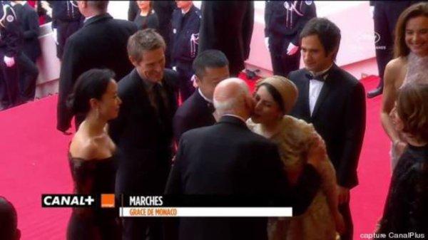 ★ Festival de Cannes ( 2014 ) ★  Quand une bise fait scandale !!!
