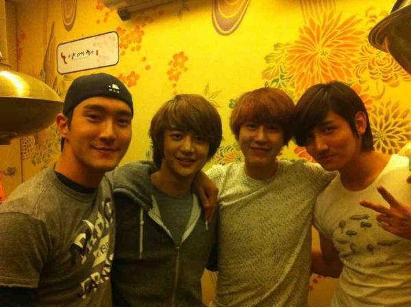 {TWITTER} 120103 | Siwon et Kyuhyun de Super Junior mentionnent Minho ✰彡