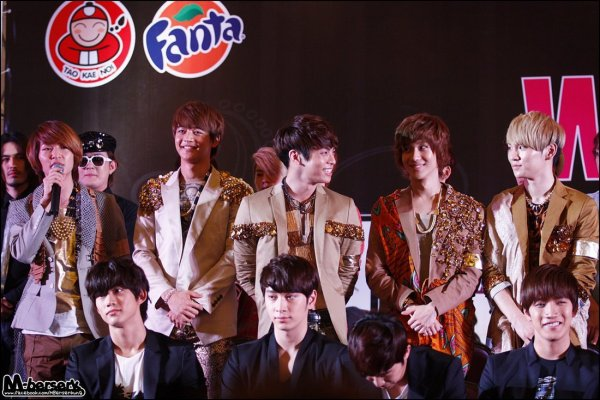{PHOTOS} 120406 |  Korean Music Wave in Bangkok conférence de presse ✰彡