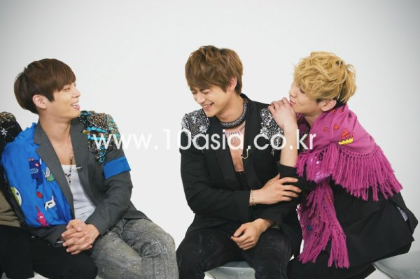 {PHOTOS} 120426   SHINee pendant Weekly Idol de MBC ✰彡