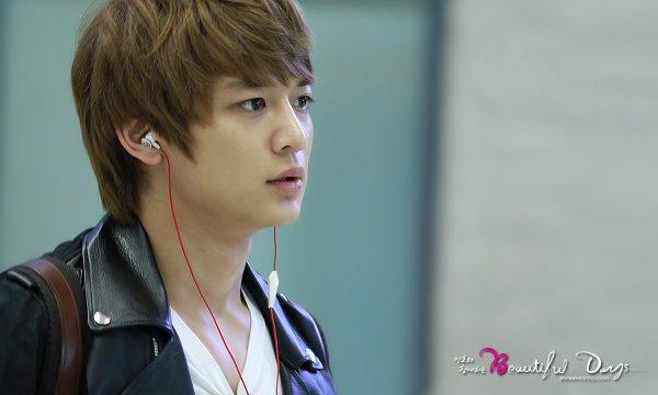 {PHOTOS/VIDEOS} 120514   SHINee à l'aéroport d'Incheon ✰彡