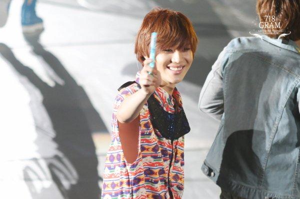 {PHOTOS/VIDEOS} 120527   SHINee @ Japan Arena Tour à Osaka (Jour 2)  ✰彡
