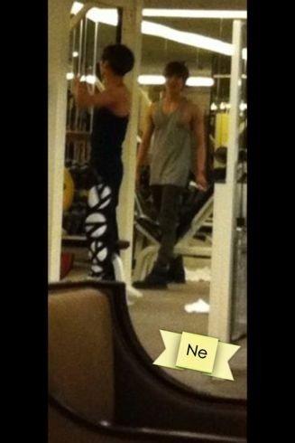 {PHOTOS} 120617 | Jonghyun et Taemin à la salle de gym de leur hôtel ✰彡