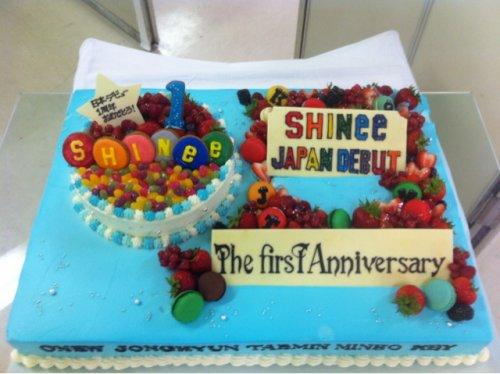 {TWITTER} 120623 | SHINee félicité par un danseur pour le premier anniversaire de ses débuts japonais ✰彡