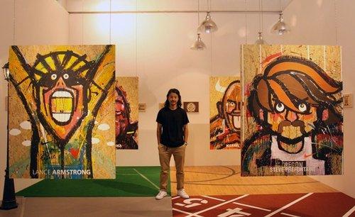 {NEWS} 120707 | SHINee prend une photo avec le célèbre artiste chinois Michael Lau ✰彡