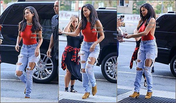 22/06/15 : Selena a enfin révélé son nouveau single, toute en beauté arrivant a une station de radio-NY  J'aime vraiment sa tenue le rouge lui va grave bien,ses chaussure ça passe par contre sa coiffure j'aime trop mais c'est un top!