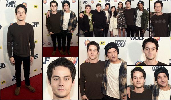 20/12/15 Dylan O'brien était présent à la première soirée de lancement de Teen Wolf S.5B à Los Angeles. Nous avons enfin le droit à une apparition de notre Dylan après quelques mois, ça fait plaisir. J'aime bien son pull et son jean, un top.