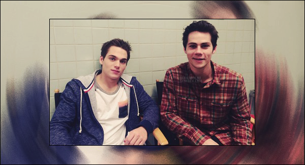 •• Une nouvelle photo Behind The Scenes de la saison 5 de la série Teen Wolf est disponible.