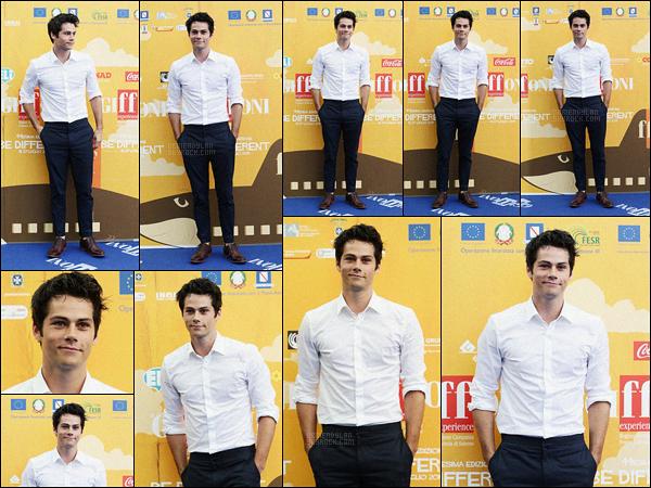 21/07/14 Dylan O'brien s'est rendu au «  Giffoni Film Festival » qui s'est déroulé à Giffoni Valle Piana.  Dylan O était très classe, j'aime beaucoup la tenue composée d'une chemise blanche et d'un pantalon de smoking. Qu'en pensez-vous?