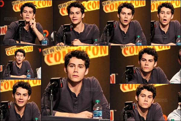 12/10/13 Notre beau Dylan O'brien était présent au Comic-Con dans la ville de New York City, - Etats-Unis. Dernier événement de Dylan de l'année 2013. Sa bouille est vraiment trop mignonne, dommage qu'on ne voit pas plus que ça sa tenue...