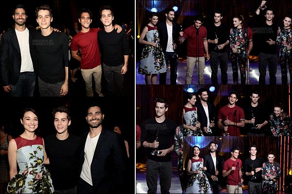 01/08/13 Dylan O'brien était de passage à la cérémonie des Young Hollywood Awards dans Los Angeles. Pas de photo de tapis rouge mais d'autres en backstages et sur la scène sont dispo. Teen Wolf a gagné le prix de la meilleure distribution.
